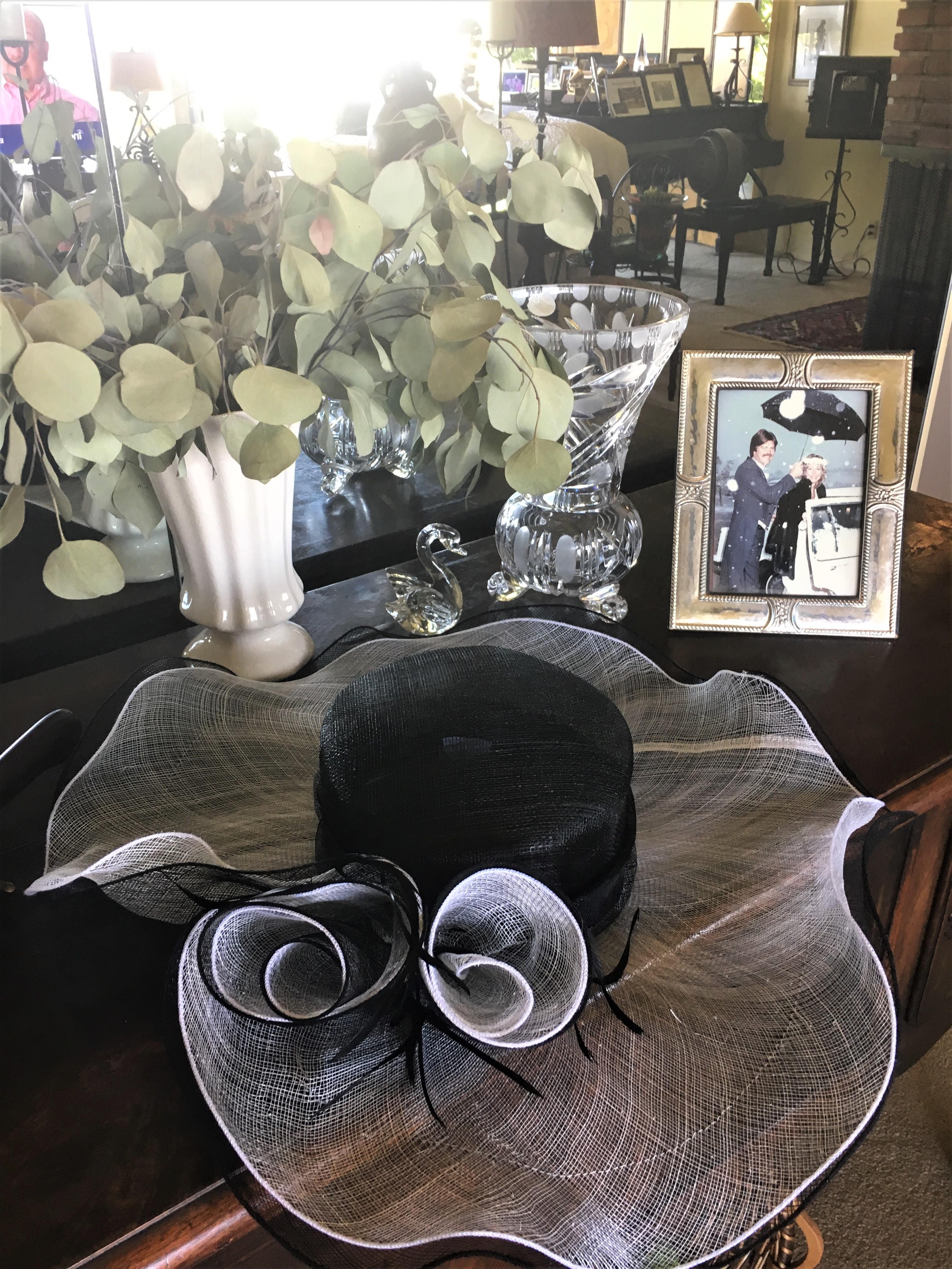 Voilet's Boutique Black & White Hat